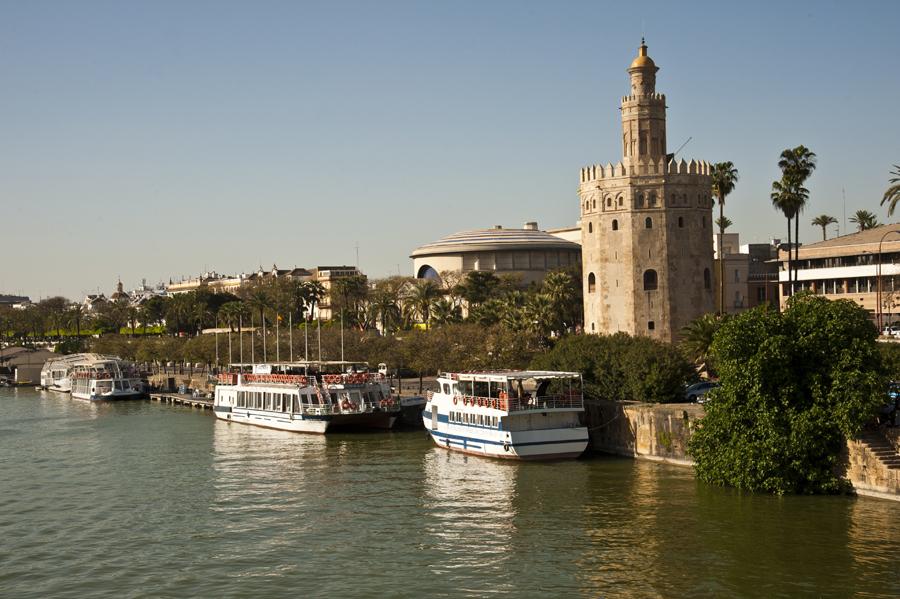 Siviglia  Il Guadalquir e la Torre dell'Oro